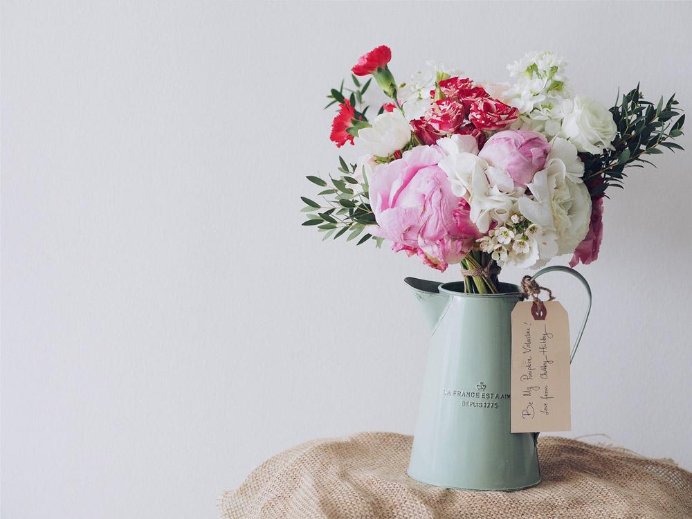 fiori in un vaso per energia positiva
